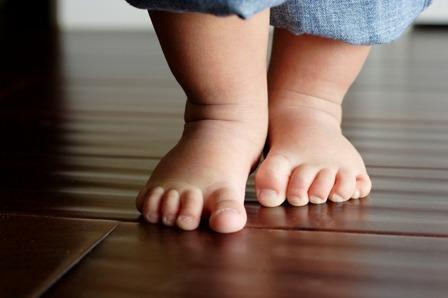 первая обувь и первые шаги