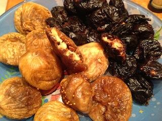 инжир и чернослив с грецким орехом